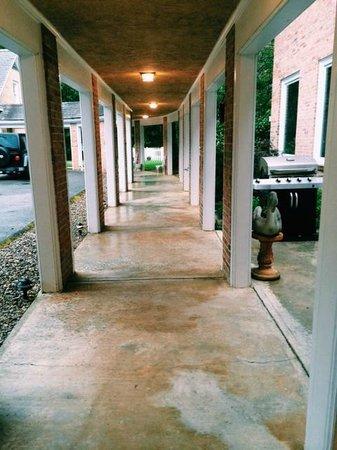 Christopher Place Resort : Walkway to Garden