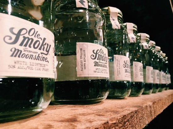 Christopher Place Resort : Moonshine Tasting In Town (40 min Drive)