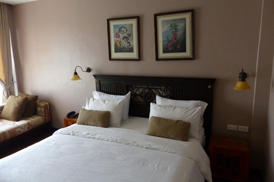 Sala Arun: Room and bed