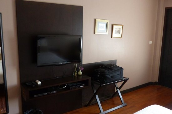 Sala Arun : TV and room for luggage