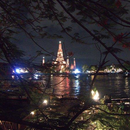 Sala Arun: View of Wat Arun at night