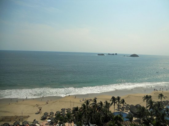 Sunscape Dorado Pacifico Ixtapa : Another beach pic - view from my balcony