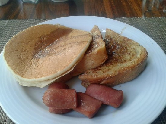 Sunscape Dorado Pacifico Ixtapa: Hot cakes, French Toast, and sausage at Windows Cafe