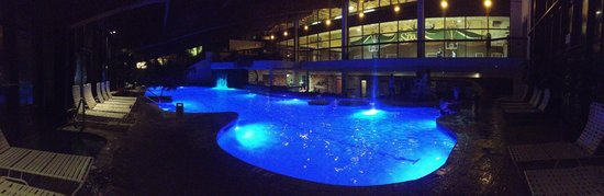 Minerals Hotel: Pool at night