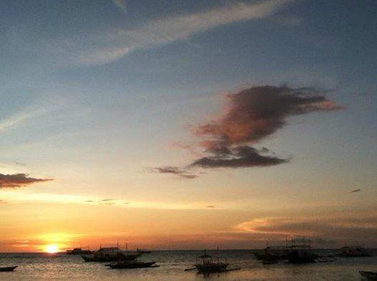 AABANA Beach & Watersport Resort Malapascua: Magical Sunset