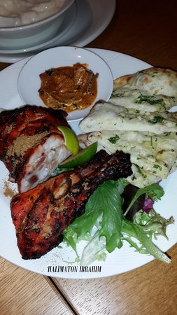Hilton Kuala Lumpur: Naan and grilled chicken at Vasco's