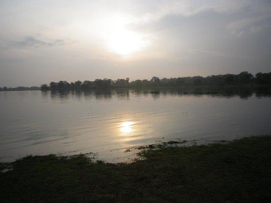 Flower Garden Lake Resort: sunrise in the morning