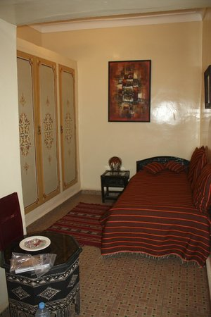 Hotel Sherazade: Single bed with large closet as part of room 20, which also had a queen bed and private bath.