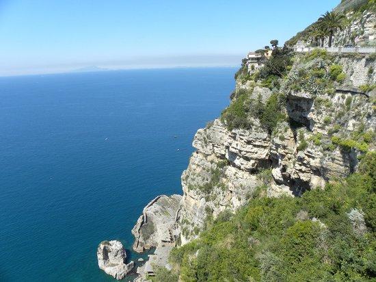 Best Tour Of Italy: Drive via Sorrento