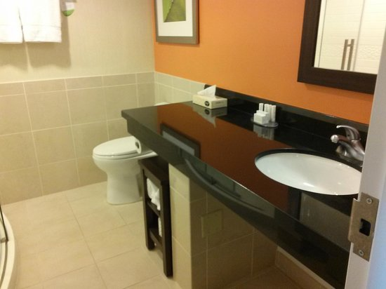 Courtyard by Marriott Fort Lauderdale East : Beautiful Bathroom