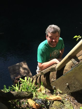 To Sua Ocean Trench: Climbing down the ladder