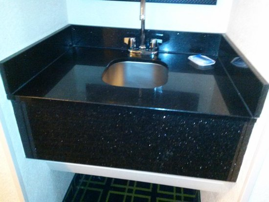 Fairfield Inn & Suites Orlando Lake Buena Vista: sink