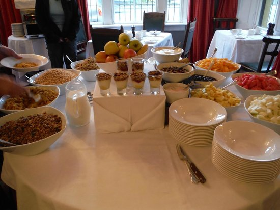 Dunraven Arms Hotel: Breakfast offerings