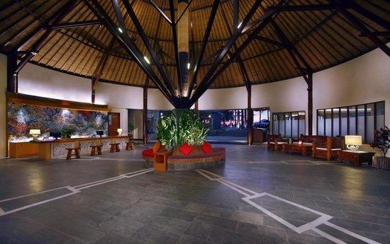 Aston Sunset Beach Resort: Lobby