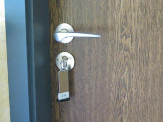 Wartburg Hotel: Lock and key for room door