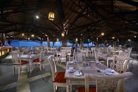 Aston Sunset Beach Resort: Sunset Grill and bar