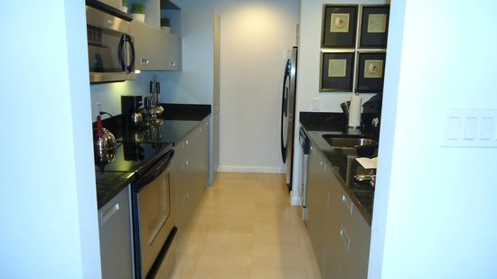 Princess Heights Hotel: Kitchen in the room