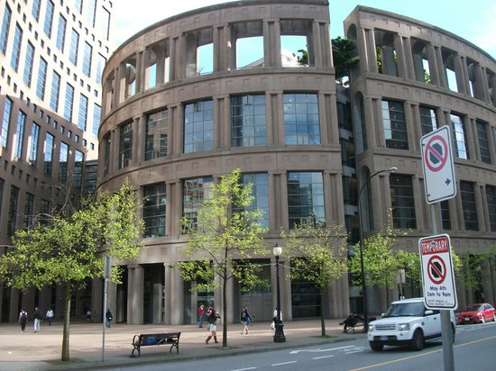 Vancouver Public Library (Central Library Branch) : View from the street