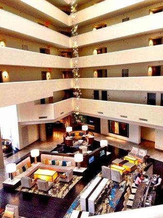 Hilton McLean Tysons Corner: Beautiful lobby
