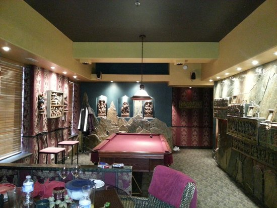 Mariaggi's Theme Suites Hotel and Spa: The pool table.