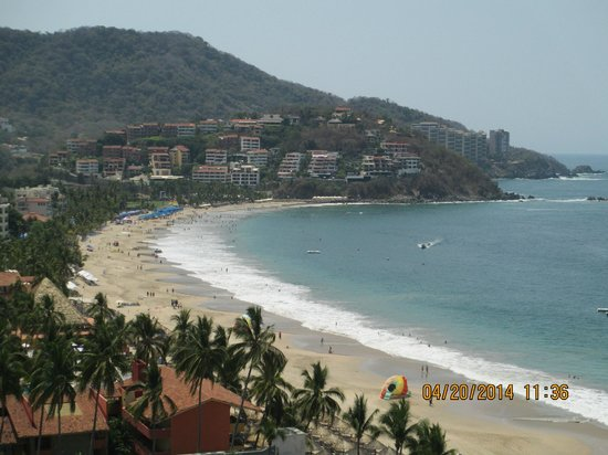 Sunscape Dorado Pacifico Ixtapa : View of the beautiful bay from our room balcony