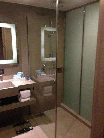Novotel Bangkok Platinum Pratunam: bath room