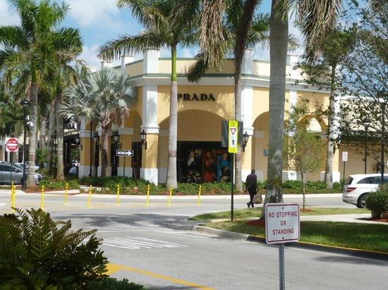 View detailed information and reviews for Sawgrass Mills Cir in Sunrise, Florida and get driving directions with road conditions and live traffic updates along the way.
