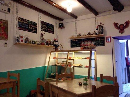 Il Piccolo Forno: Lo recomiendo a ojos cerrados! Fuimos en marzo 2014, comimos cheescake y nos gusto tanto el luga