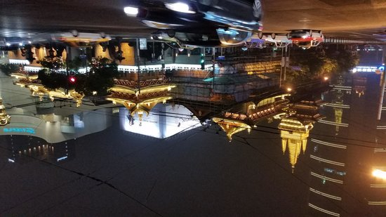 Paramount Gallery Hotel: Jing An Temple