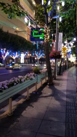Paramount Gallery Hotel: night along West Nanjng Road