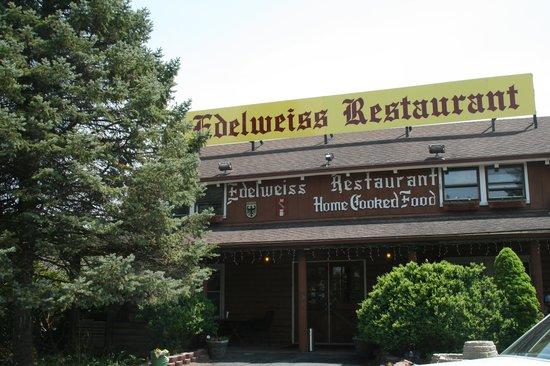 Edelweiss Restaurant: Restaurant outside