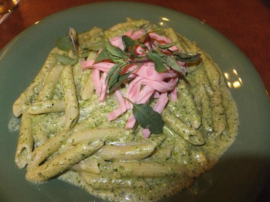 toscani: Penne with Turkey Ham in Pesto Sauce