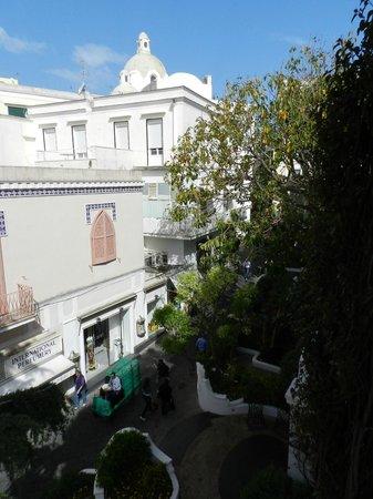 Hotel La Palma : ベランダより朝の通勤を見た