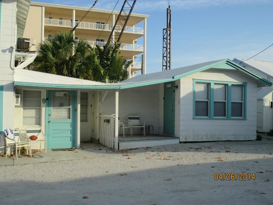 Seahorse Cottages : front view