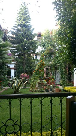 Hotel Jovel: Hermoso jardín!!