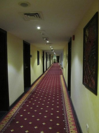 Arabian Courtyard Hotel & Spa: Corridor