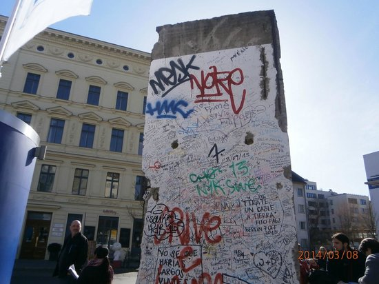 Berlin City Tour - City Sightseeing: Art on a Berlin Wall piece