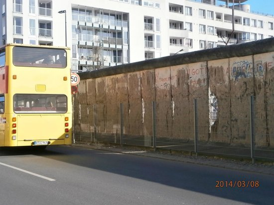 Berlin City Tour - City Sightseeing: Part of the Berlin Wall