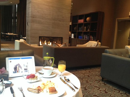 L'Hermitage Hotel: Comfortable and quite area for breakfast, but the food was just so-so