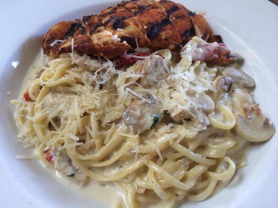 Coogies Beach Cafe: Cajun chicken fettuccini