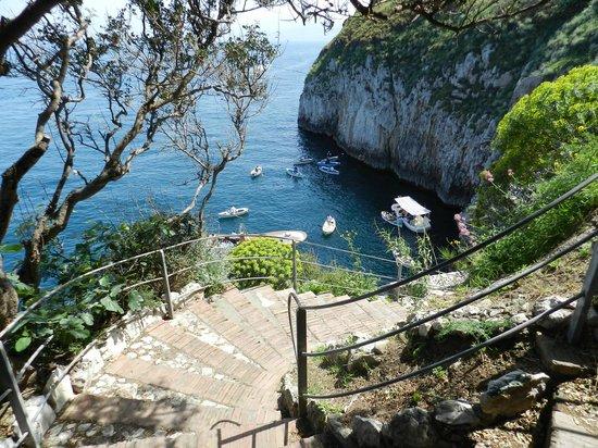Blaue Grotte (Grotta Azzurra): 坂を下りて乗船場へ