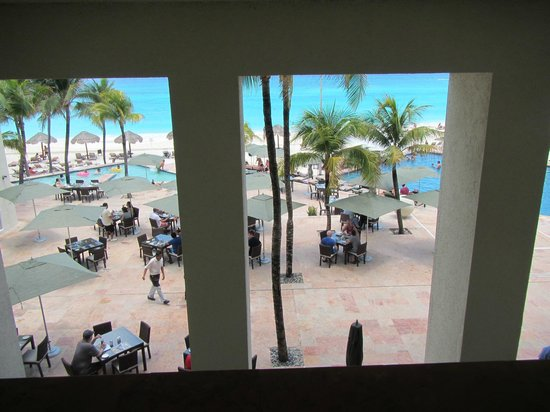 The Westin Resort & Spa Cancun: view to the pool area from inside hallway