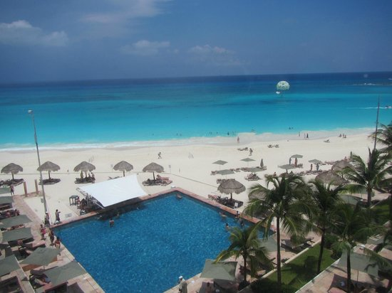 The Westin Resort & Spa Cancun: View out the hotel window at the beach and pool