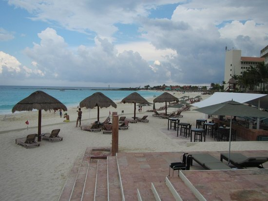 The Westin Resort & Spa Cancun: view south along the beach in front of the hotel