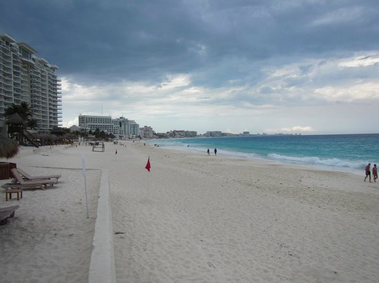 The Westin Resort & Spa Cancun: view north along the beach in front of the hotel