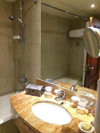 Elysium Hotel: Ванная