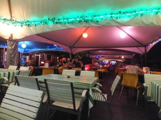 Irish Shamrock Bar & Restaurant: Outdoor dining on the boardwalk