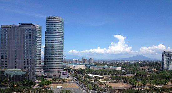 Acacia Hotel Manila: Dalla stanza