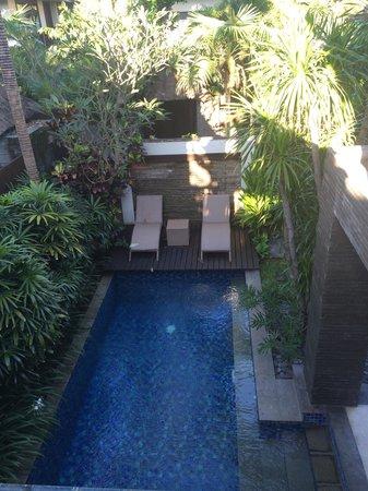 Le Jardin Villas, Seminyak: view from upstairs down on the pool