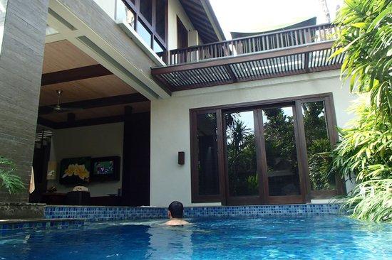 Le Jardin Villas, Seminyak: watching the football from the pool